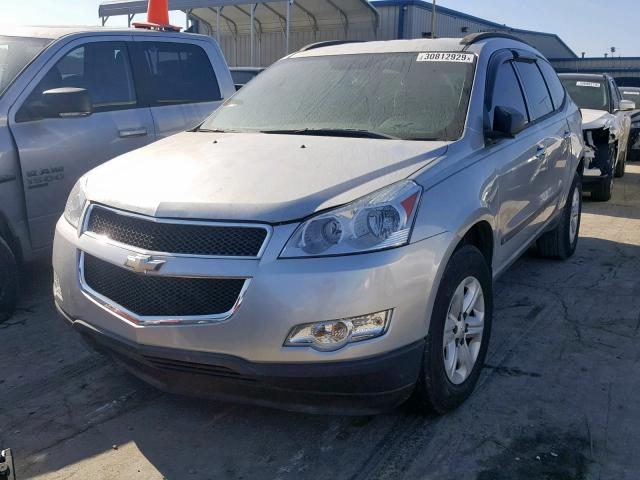 1GNLREED9AS102714 - 2010 CHEVROLET TRAVERSE L SILVER photo 2