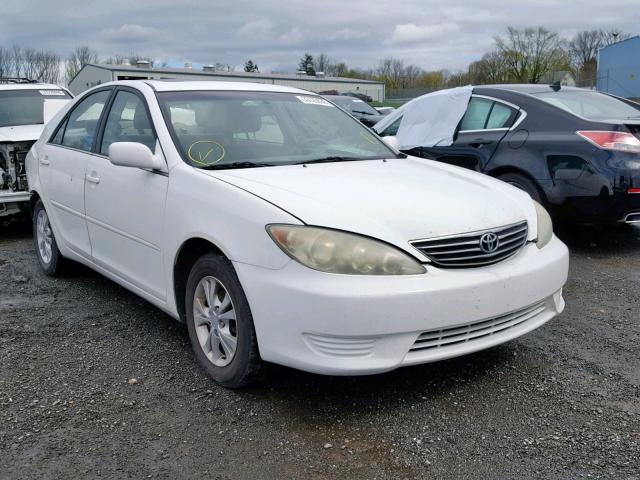 White Toyota Camry >> 4t1bf30k35u082165 2005 Toyota Camry Le White Price History