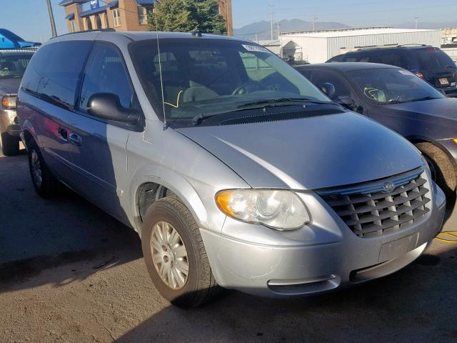 2005 CHRYSLER TOWN & COU,