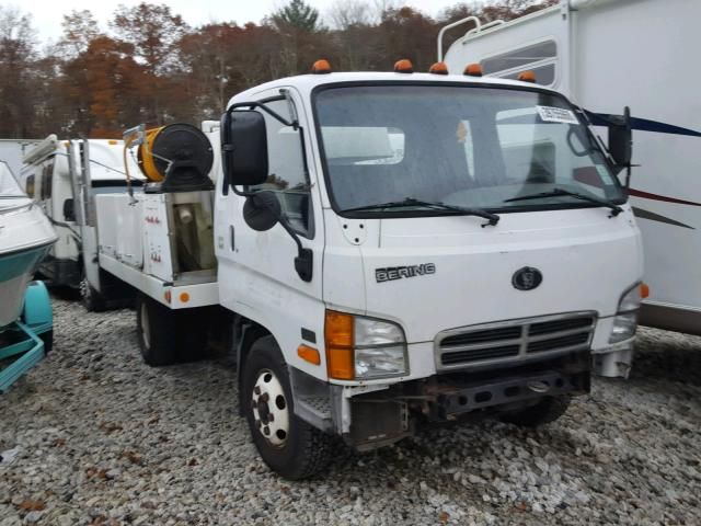 KMFHB47A2YC119153 - 2000 BERING LD15A WHITE photo 1