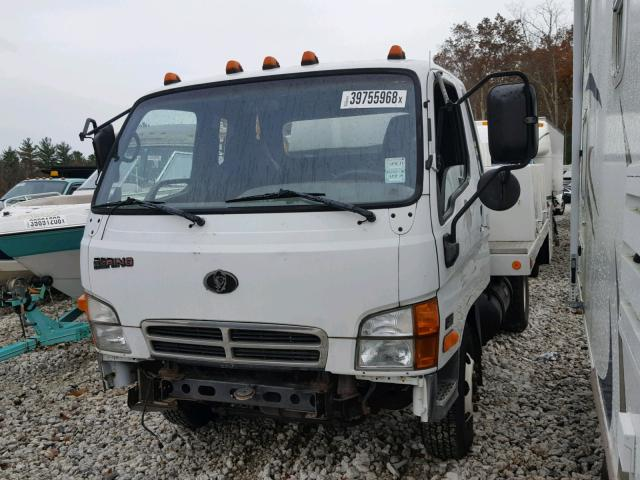 KMFHB47A2YC119153 - 2000 BERING LD15A WHITE photo 2