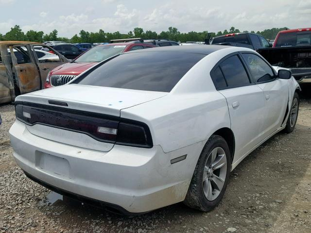 2C3CDXBG3DH639676 - 2013 DODGE CHARGER SE WHITE photo 4