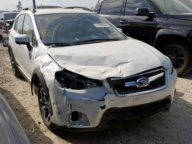 JF2GPABC2H9216058 - 2017 SUBARU CROSSTREK WHITE photo 1