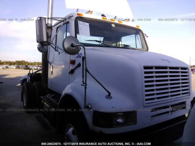 1HSHBATN52H515775 - 2002 INTERNATIONAL 8000 8100 WHITE photo 1